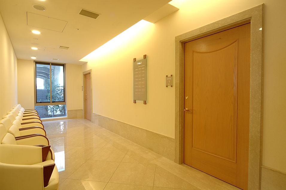 中待合室 The first floor / Inside waiting room