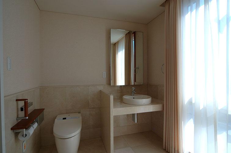 入院室トイレ The third floor / Hospitalization room ・ Rest room